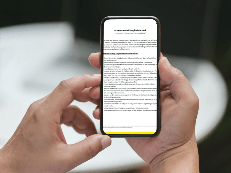 Smartphone mit Leitfaden geöffnet
