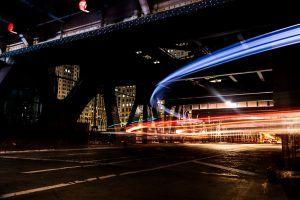 Beleuchtung der Fahrzeuge auf einer Kreuzung