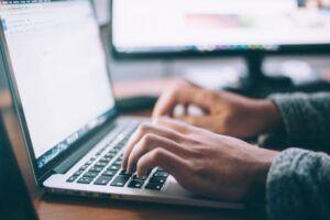 Dokumentenverwaltung am Laptop
