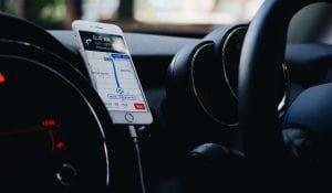 Smartphonehalterung als Geschenk für Autoliebhaber