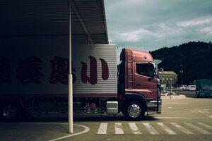 LKW fährt zu Lenkzeiten