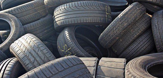 Reifen übereinander gestapelt