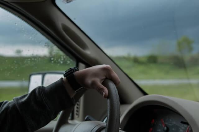 Fahrer in Auto