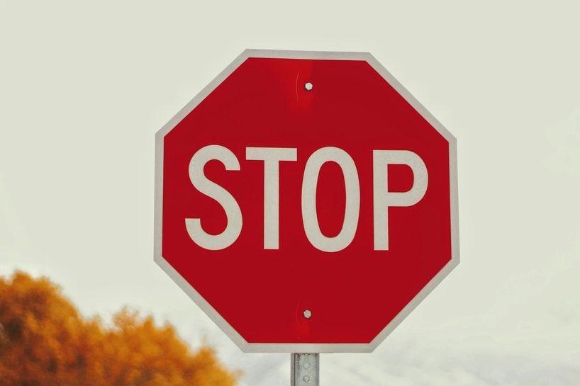 Gefahrensituation Stop-Schild