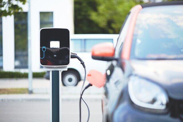 Elektroauto an Ladestation