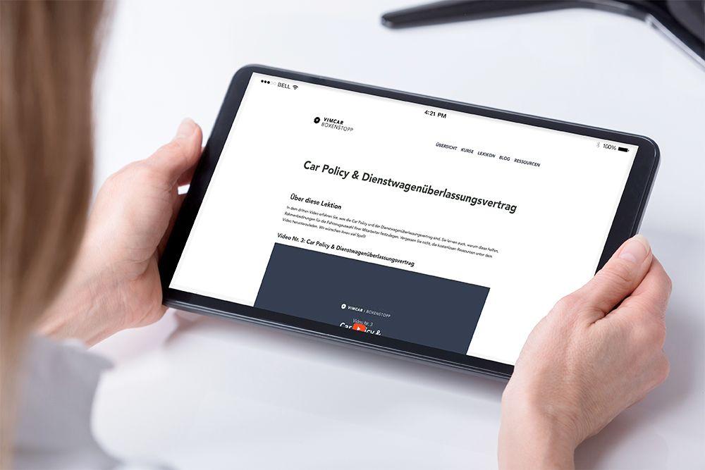 Tablet zeigt Online Kurs