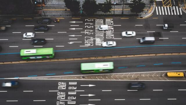 Fahrzeuge auf Straße