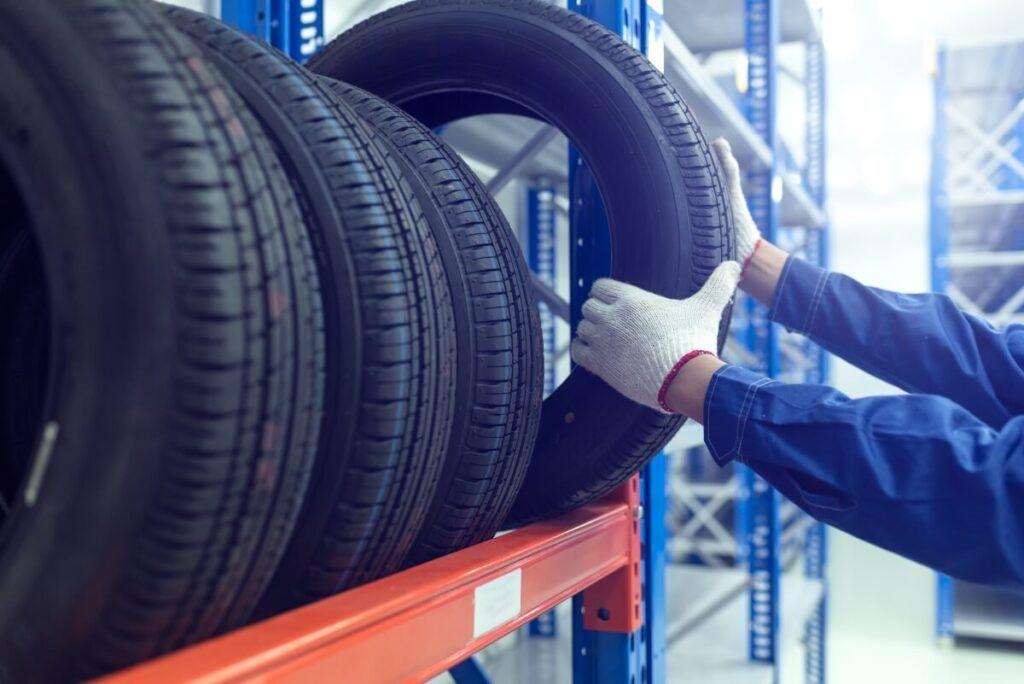 Reifeneinlagerung: Beim Reifenmanagement können Kosten gespart werden.