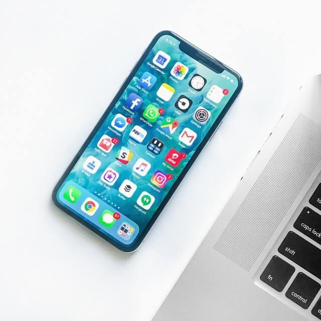 Handy mit Social Media