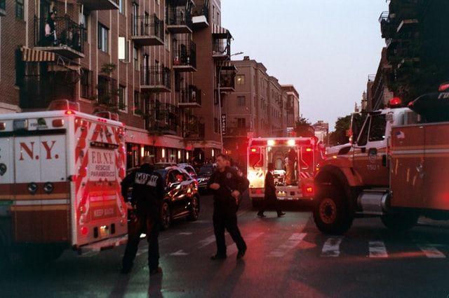 Rettungskräfte bei einem Unfall