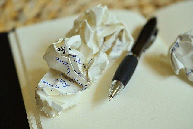zusammengeknülltes Papier
