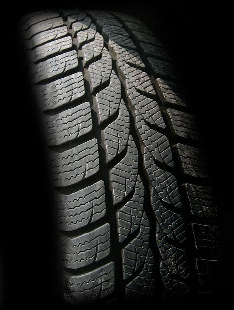 Nahaufnahme eines Reifenprofils
