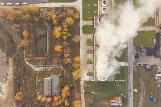 Fabrik mit CO2 Ausstoß