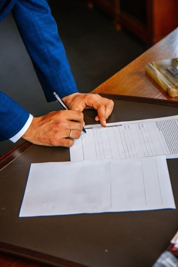 Vertragsunterzeichnung private Nutzung Firmenfahrzeug