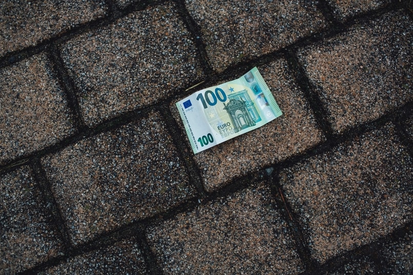 Geld auf Boden